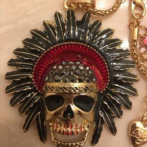 Besty Johnson Indian skull. He's 1.75 x2.75 NWT